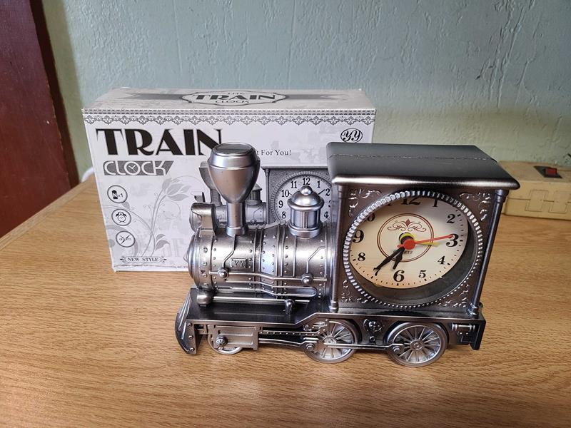 Train Clock,03/9020